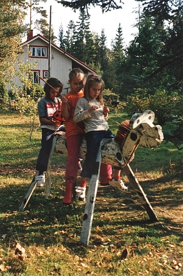 TYTÖT hevosen selässä 2